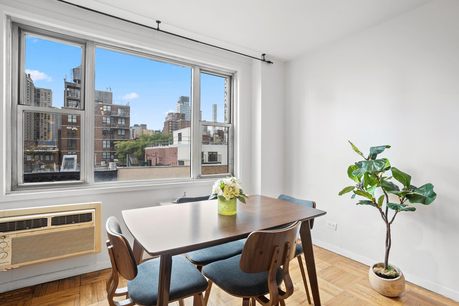 Additional photo for property listing at Pembroke, 435 East 77th St, 8e Upper East Side, New York, NY 10021